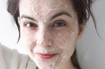 Противовоспалительная маска для кожи лица с мукой и содой