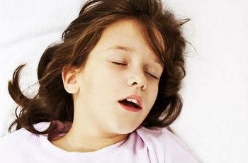 почему ребенок скрипит зубами во сне 8 лет