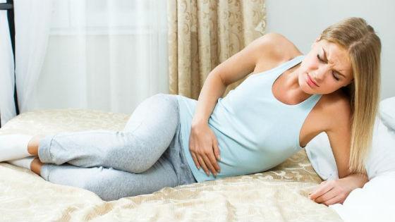 Сильные боли в животе возникают из-за многих гинекологических и других заболеваний