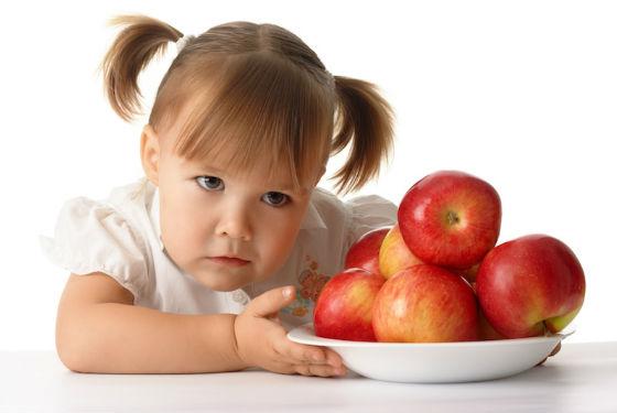 Сладости для детей лучше заменить фруктами