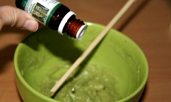 Зеленая глина и эфир чайного дерева
