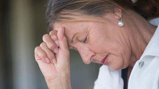 Головные боли во время менопаузы беспокоят большинство женщин