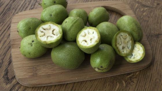 Незрелый грецкий орех очищает сосуды от холестерина