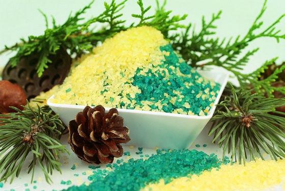 Морская соль и хвоя для приготовления хвойных ванн