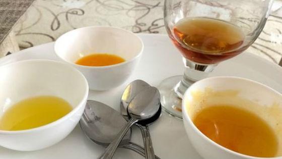 Мед, желток и масло репейника для приготовления маски