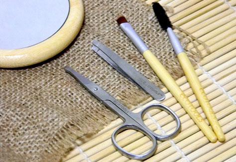 Выщипать брови в домашних условиях