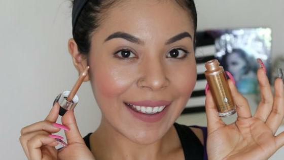 Использование хайлайтера в макияже придает сияние коже
