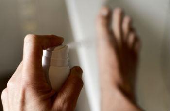 Как избавиться от запаха ног: уход, аптечные и домашние средства