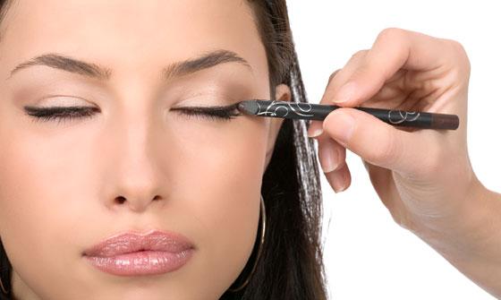 Увеличение глаз с помощью контурного карандаша