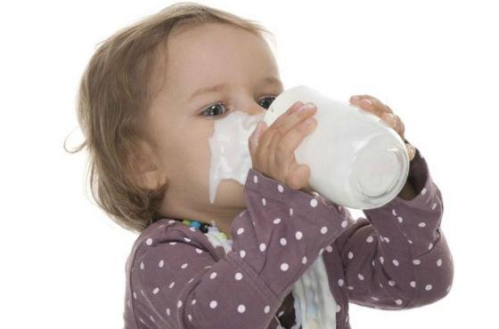 Введение молока коровы в рацион ребенка после года
