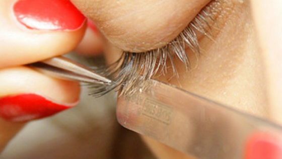 Коррекцию и снятие волосков также возможно провести самостоятельно