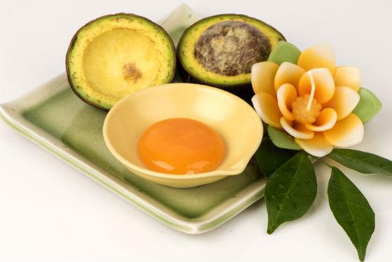Желток с авокадо для быстрого восстановления волос