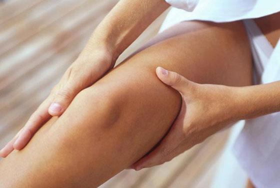 Регулярный массаж бедер дает хороший эффект при растяжках