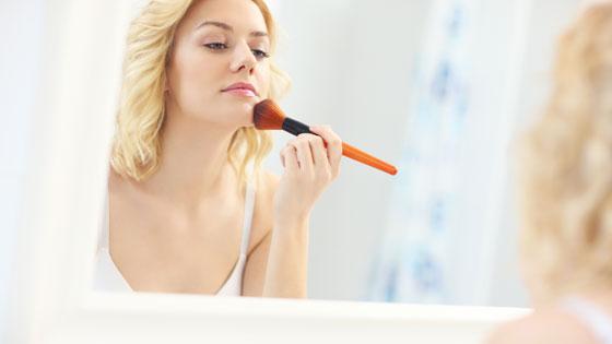 Как пользоваться рассыпчатой пудрой