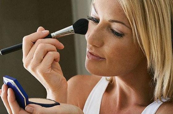 Правильно нанесенный тон помогает сделать кожу гладкой, а цвет ровным