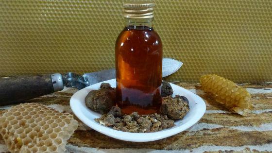 Домашнее приготовление спиртового настоя пчелиного клея