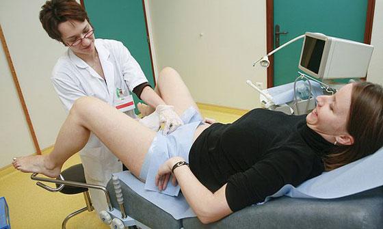Осмотр у гинеколога при воспалении шейки матки