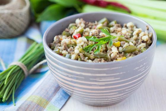 Каша из перловой крупы, приготовленная с овощами