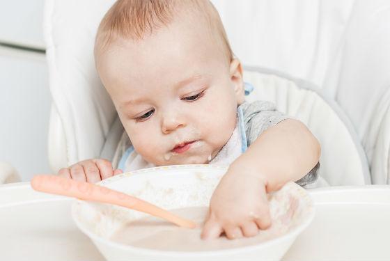 При отсутствии желания пробовать прикорм ребенка не стоит заставлять