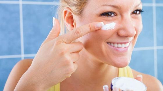 После использования препарата нужно намазать лицо питательным кремом