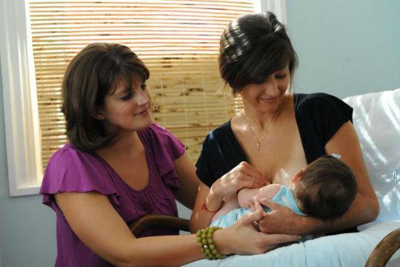 Специалист по грудному вскармливанию расскажет о правильном прикладывании ребенка к груди