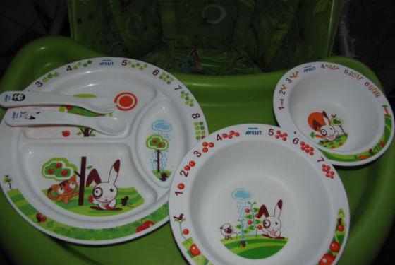 Для усиления пищевого интереса можно приобрести детскую посуду