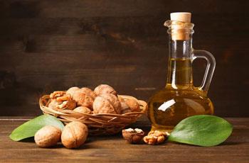 Масло грецкого ореха, применение в косметологии и лечении, домашние рецепты