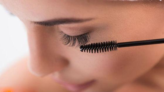 Уход подразумевает ежедневное расчесывание искусственных волосков