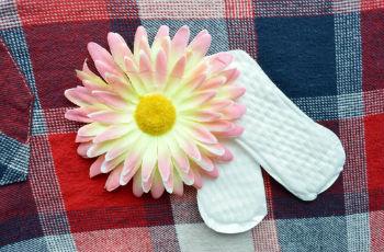 Розовые выделения у женщин: причины, норма, патология, когда обратиться к врачу
