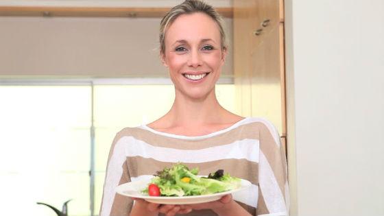 Овощные салаты на диете Усама Хамдий можно есть неограниченно