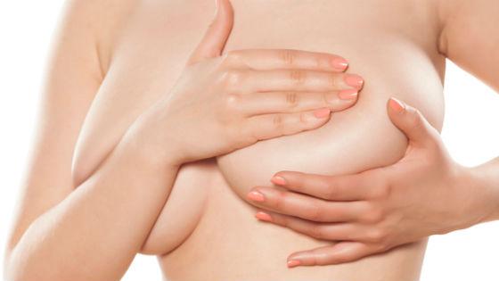 Самообследование груди позволяет выявить уплотнение на ранней стадии