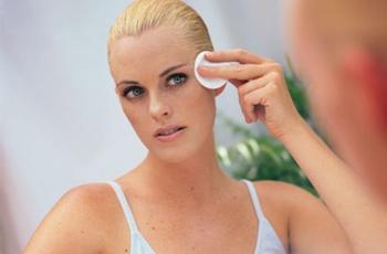 Шелушение кожи на лице, причины и лечение