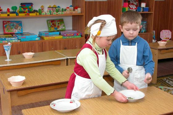 В детском саду социальные навыки детей развиваются быстрее
