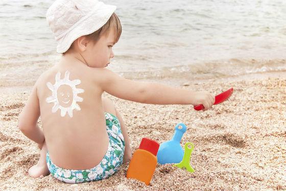 Принимать солнечные ванны лучше с использованием крема от загара
