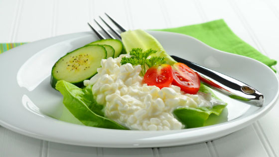 Вариант оформления творога овощами