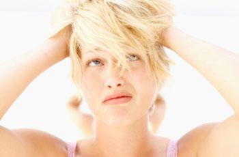 Как убрать желтизну с осветленных волос