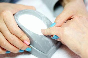 Укрепление ногтевой пластины акриловой пудрой под гель лак