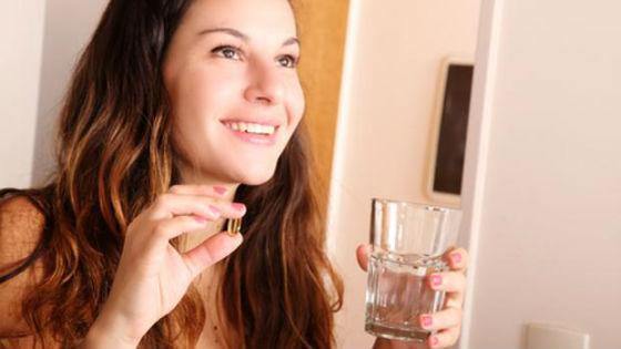 Внутренний прием витаминов обеспечит здоровье локонов изнутри