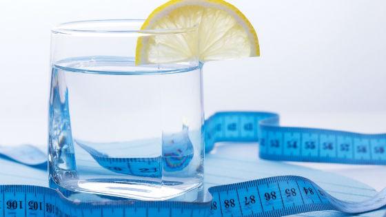 Вода с добавлением сока лимона