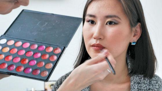 Из-за особенностей внешности азиаток правильный выбор косметики особенно важен