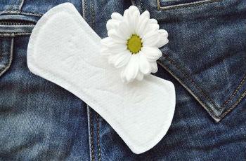 Белые выделения перед месячными: причины, нормальные и патологические бели, когда обращаться к врачу