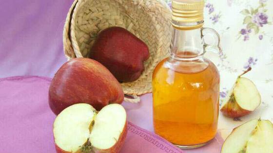 Для процедур берут натуральный яблочный уксус