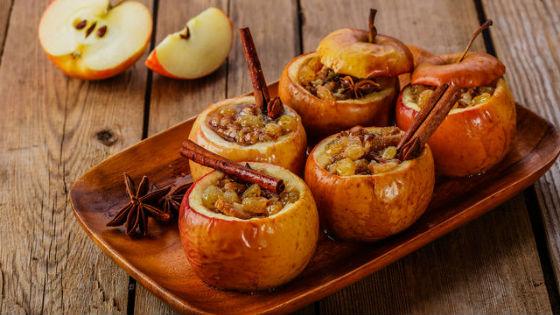 Яблоки с медом и корицей на десерт