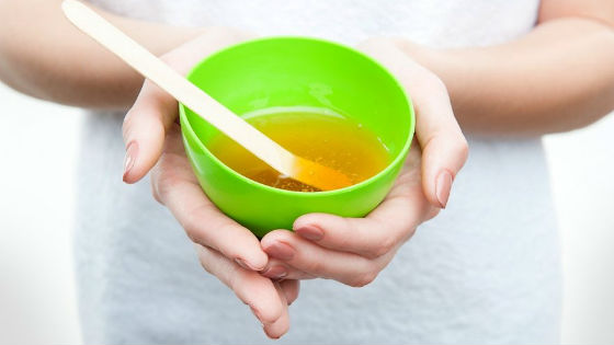 Для косметических процедур выбирают натуральный жидкий мед